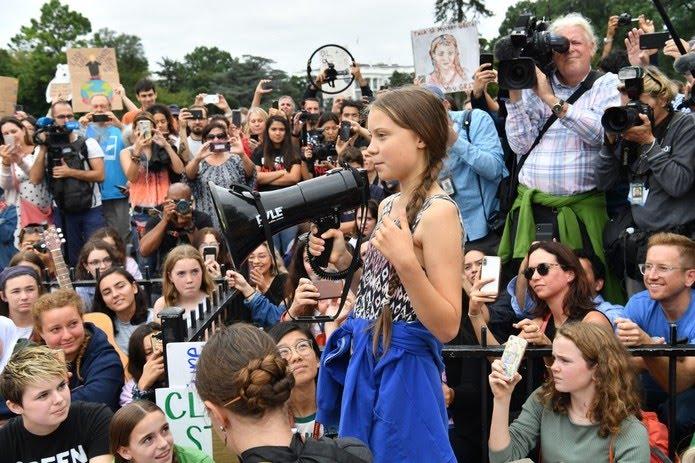 Greta Thunberg em protesto na frente da Casa Branca, em Washington, no dia 13 de setembro de 2019. — Foto: Nicholas Kamm / AFP