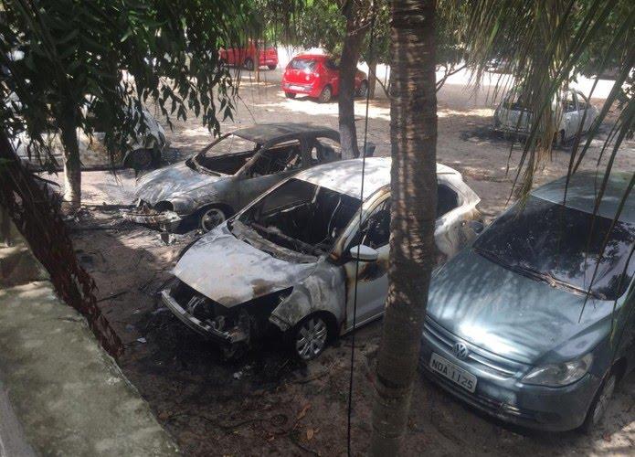 Carros atacados no Demutran de Horizonte — Foto: Reprodução/TV Verdes Mares
