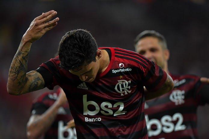 Pedro comemora gol do Flamengo com a tradicional reverência — Foto: André Durão