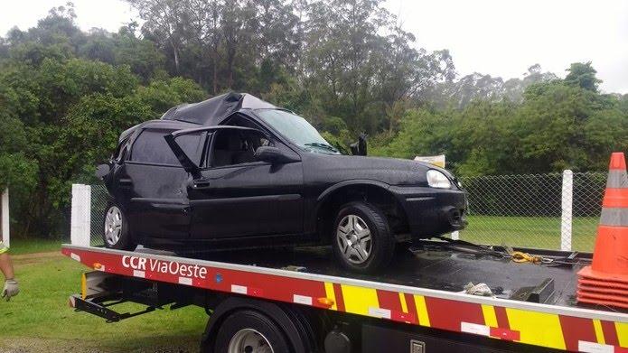 Carro e utilitário colidiram no quilômetro 82 da Rodovia Raposo Tavares — Foto: Arquivo Pessoal