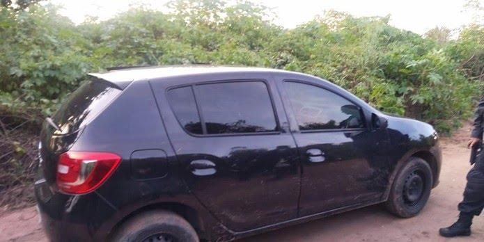 Sandero que estava com Eliedson foi levado pelos criminosos. Pouco tempo depois, carro foi encontrado abandonado — Foto: PMRN/Divulgação