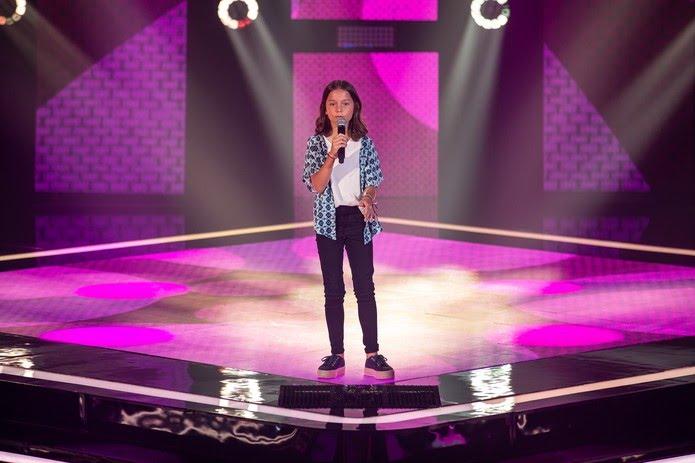 Luiza Gavazza se apresenta nas Audições às Cegas do 'The Voice Kids' — Foto: Artur Meninea/Gshow