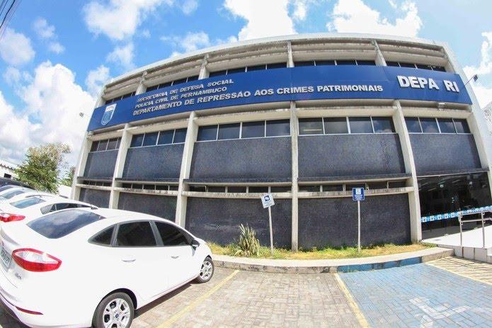 Suspeitos e material apreendido serão levados ao Departamento de Repressão aos Crimes Patrimoniais, no bairro de Afogados, no Recife