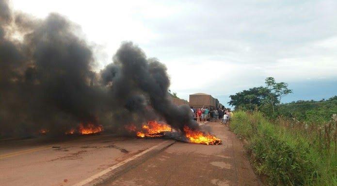 Caminhoneiros fizeram protesto em rodovia, segundo João Miranda (Foto: Arquivo pessoal)