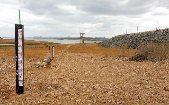 Em fevereiro de 2018, a Armando Ribeiro chegou a menos de 11% de sua capacidade - nível mais baixo desde sua construção, em 1983 — Foto: Anderson Barbosa/G1