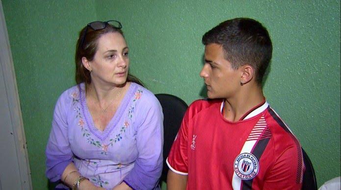A professora Andrea Pacífico Borges e o filho José Renato de Almeida Filho em Ribeirão Preto (Foto: Fábio Junior/EPTV)