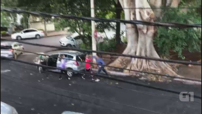 Homem agride adolescente com um soco no rosto em Ribeirão Preto, SP (Foto: Arquivo pessoal/Divulgação)