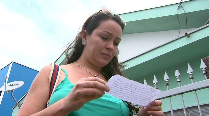 O marido de Mayara achou a carta na entrada da garagem do prédio onde eles moram em Franca, SP — Foto: José Augusto Júnior/EPTV