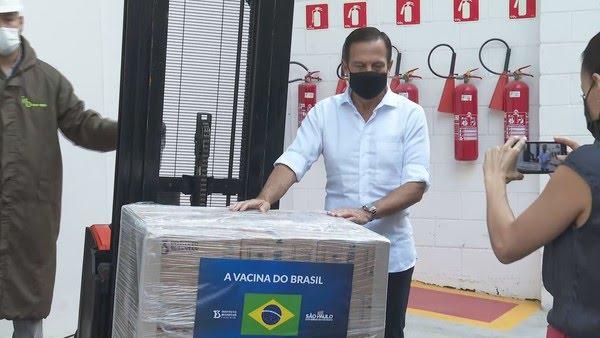 Doria acompanha carregamento de doses da vacina do Butantan em SP — Foto: Reprodução/TV Globo