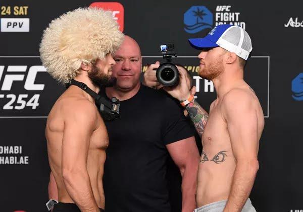 Khabib Nurmagomedov e Justin Gaethje lutam pelo cinturão dos leves no UFC 254 — Foto: Josh Hedges/Zuffa LLC/Getty