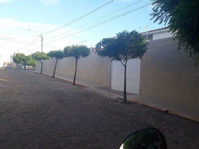 Casa em Sousa, no Sertão da Paraíba, que teria sido comprada por Livânia Farias por R$ 400 mil — Foto: Reprodução/TV Cabo Branco
