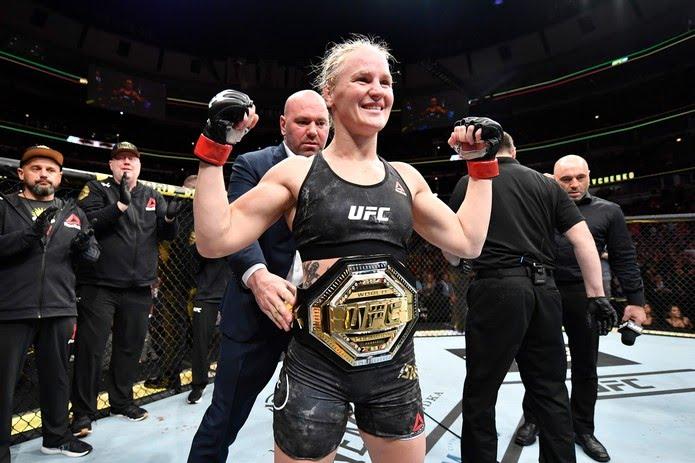 Valentina Shevchenko defendeu o cinturão pela primeira vez no UFC 238, em junho, e saiu vencedora por nocaute — Foto: Getty Images