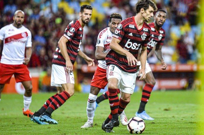 Dupla Rodrigo Caio & Pablo Marí está invicta no Flamengo — Foto: Alexandre Vidal & Marcelo Cortes / Flamengo