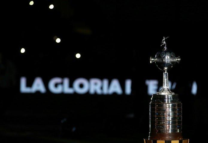 Troféu da Taça Libertadores com as plaquinhas na base — Foto: REUTERS/Agustin Marcarian
