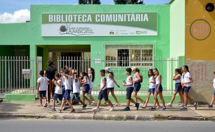 Biblioteca foi criada há um ano em Pirapora, no Norte de Minas — Foto: Clube Tamboril/ Divulgação