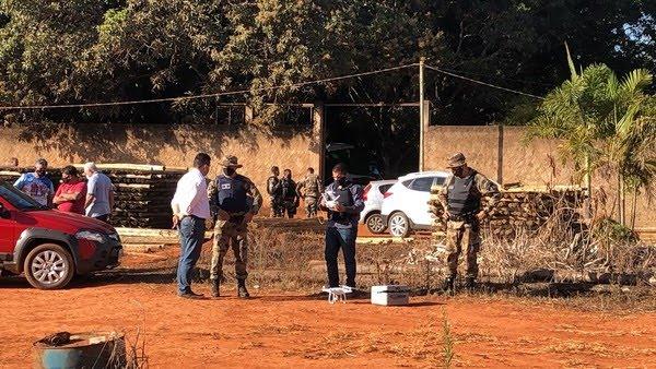 Buscas para tentar localizar Cleonice,sequestrada após triplo homicídio, em Ceilândia,noDF — Foto: Michele Mendes / TV Globo