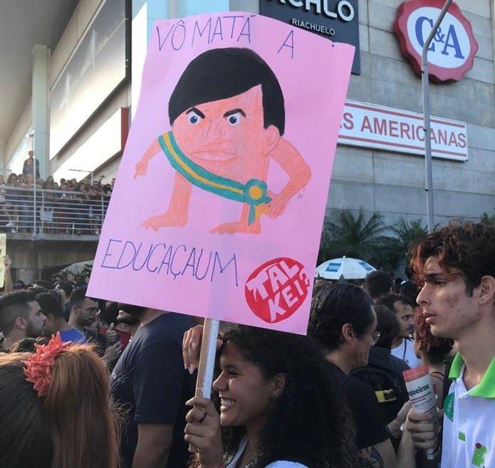 Natal registra protestos contra bloqueio de verbas na educação — Foto: Rafael Barbosa/G1