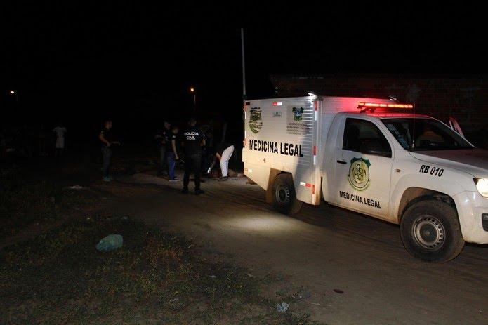 Crime aconteceu por voltas das 22h no Loteamento Santa Helena, no bairro Santo Antônio — Foto: Marcelino Neto/O Câmera