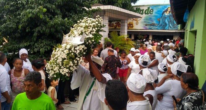 Corpo de Bita do Barão sai do velório em direção ao Cemitério Central, onde foi sepultado. — Foto: Acélio Trindade/TV Mirante