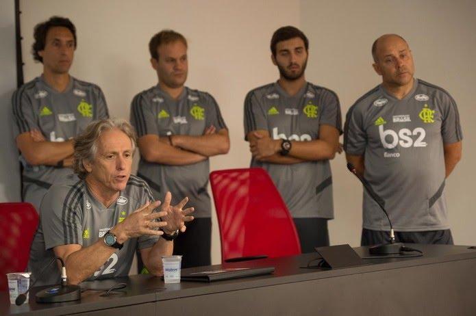 Jorge Jesus, técnico do Flamengo, e seu staff — Foto: Alexandre Vidal/Flamengo