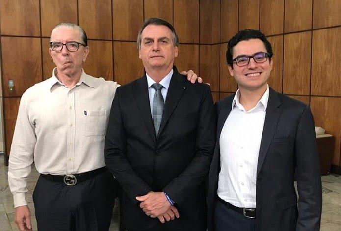 Bolsonaro e os médicos Antônio Macedo (à esquerda) e Leandro Echenique (à direita) durante visita a São Paulo — Foto: Reprodução/Facebook