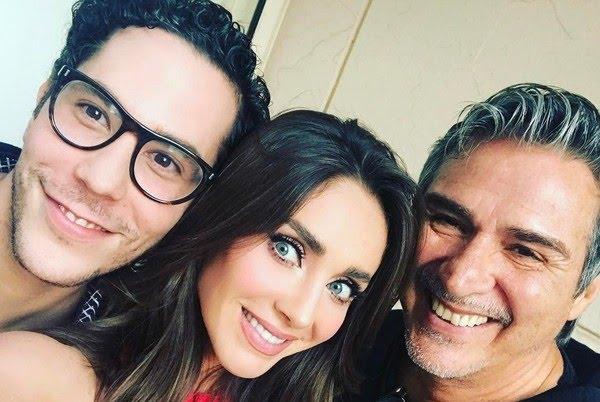 Christian Chávez, Anahí e Pedro Damián posam juntos — Foto: Acervo Pessoal