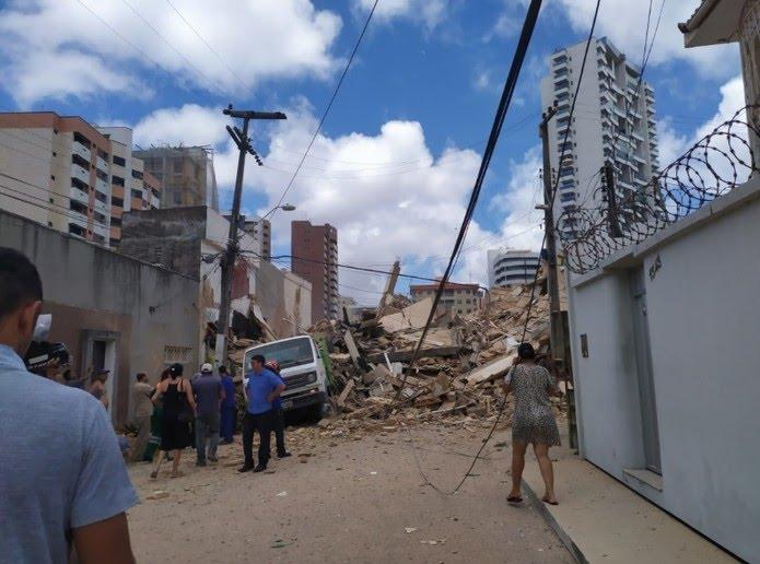 Prédio tinha sete andares. Não há informações sobre feridos. — Foto: Cinthia Freitas/G1 Ceará