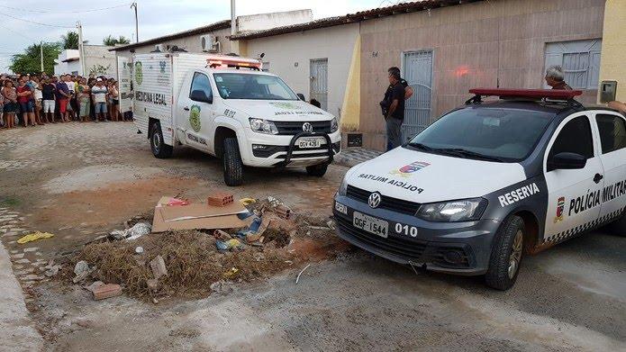 Polícia Militar isolou a área do assassinato o Instituto Técnico-Científico de Perícia recolheu o corpo — Foto: Sérgio Henrique Santos/Inter TV Cabugi
