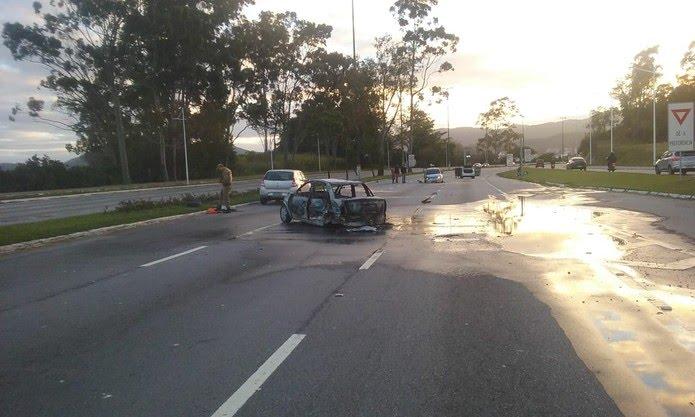 Acidente na manhã desta sexta-feira (7) em Florianópolis (Foto: NSC TV)