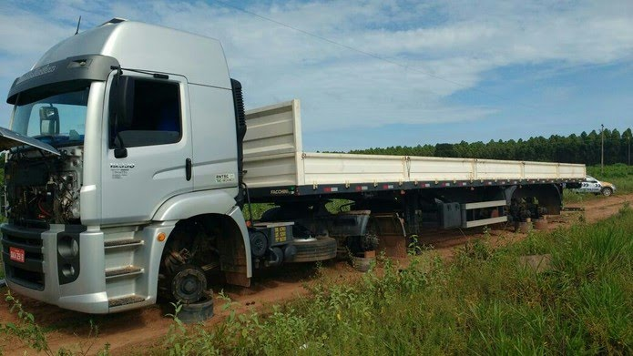 Segundo polícia, grupo rendia caminhoneiros, roubada pneus e rodas e abandonava veículo