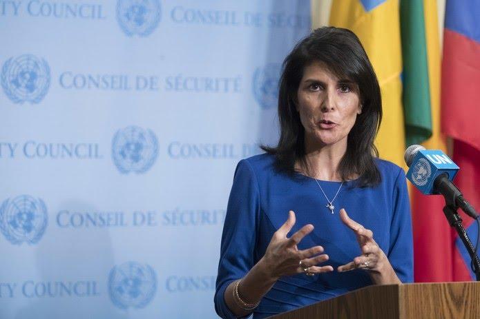 Nikki Haley, embaixadora dos EUA na ONU, fala à imprensa nesta quinta-feira (16) após reunião no Conselho de Segurança da ONU