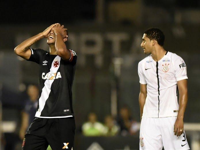 Luis Fabiano se lamenta: atacante fez dois gols, mas Vasco pecou na marcação e sofreu cinco
