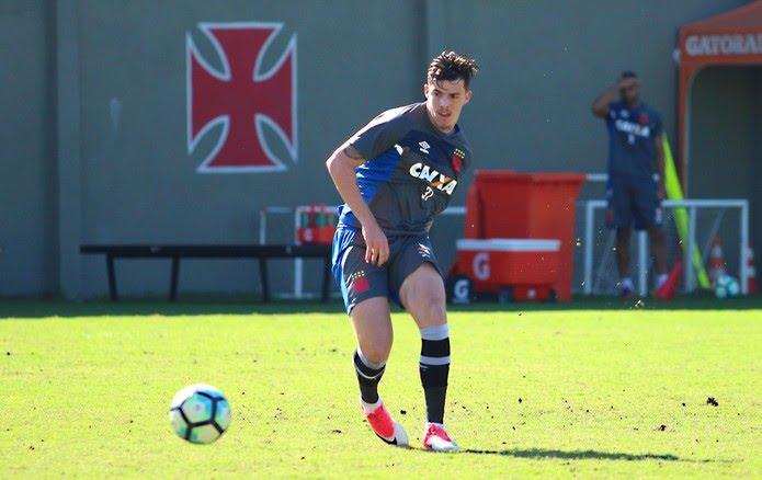 Bruno Paulista durante treino no Vasco