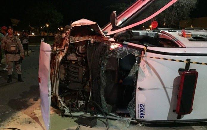 Ambulância capota e paciente morre em Anápolis