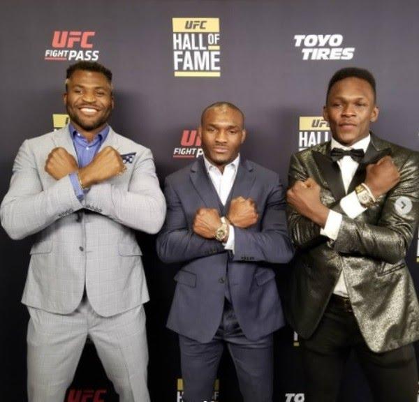 Francis Ngannou, Kamaru Usman e Israel Adesanya: trio campeão do UFC — Foto: Getty Images