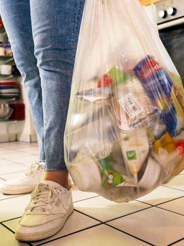 Alguns plásticos que poderiam ser reciclados acabam em aterros sanitários devido a instalações precárias ou confusão sobre o que é ou não reciclável. — Foto: Alamy via BBC
