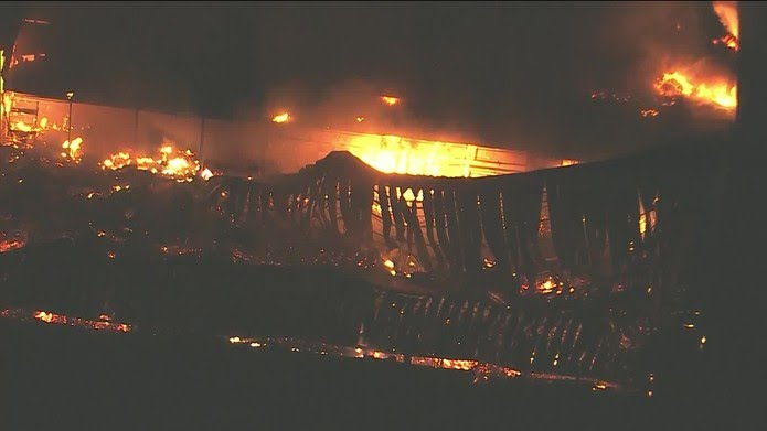 Incêndio atinge galpão dos Estúdios Globo no Rio