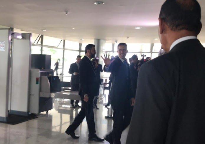 Autodeclarado presidente da Venezuela, Juan Guaidó, chega ao Planalto para se reunir com Bolsonaro — Foto: Guilherme Mazui/G1