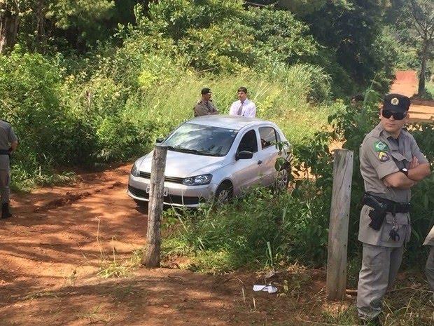 VW Gol prata foi encontrado em área de mata em que Ana Clara foi achada morta, em Goiás (Foto: Reprodução/TV Anhanguera)