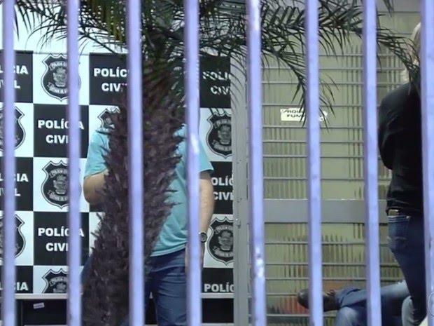 Polícia prende cinco pessoas por suspeita de fraudes em concurso em Goiânia, Goiás (Foto: Reprodução/ TV Anhanguera)
