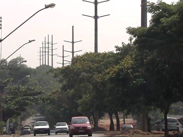 Expansão da rede de alta tensão tem causado polêmica em Goiânia, Goiás (Foto: Reprodução/TV Anhanguera)