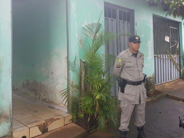 Mulher e criança são encontradas mortas em casa em Goiânia, Goiás (Foto: Letícia Bastos/ G1)